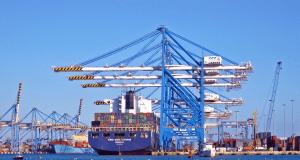 China Handel: Unternehmen suchen sich Umwege