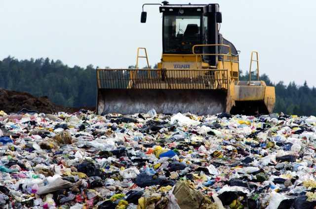 Plastic waste recycling: Western trash flooding Asia
