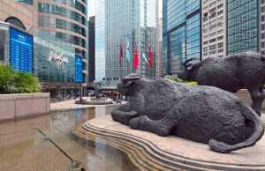 China firms returning to Hong Kong Stock Exchange_leungchopan Shutterstock.com