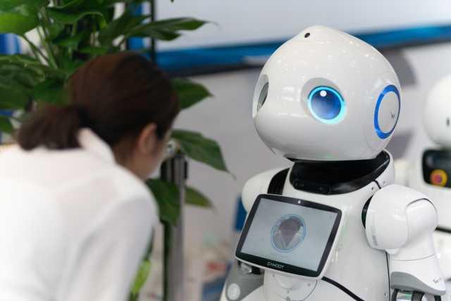 Industrieroboter an der Spitze - wie sieht es mit kommerziellen Robotern aus? (Quelle: helloabc/Shutterstock.com)
